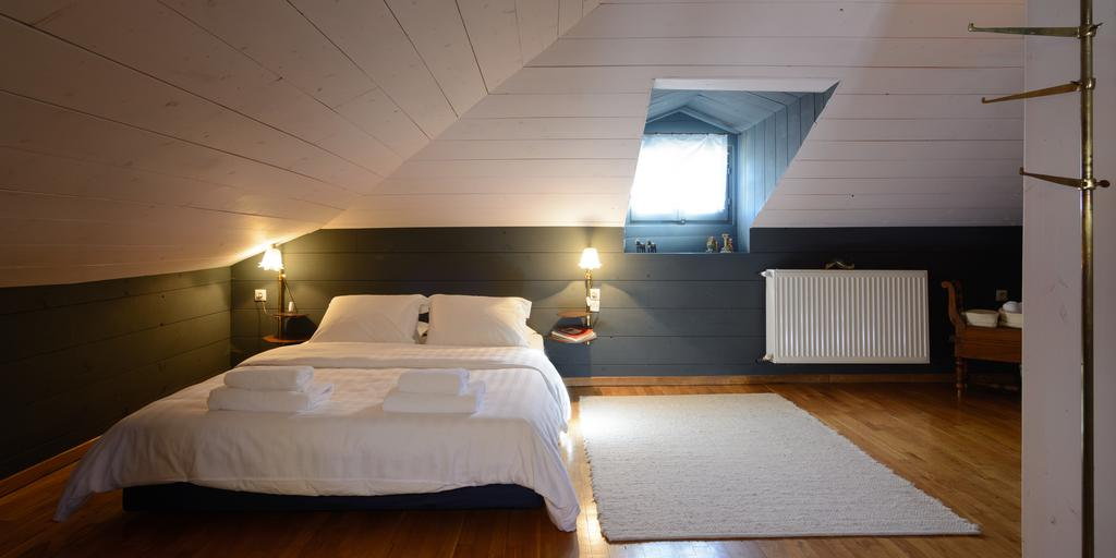attic room nymfaio